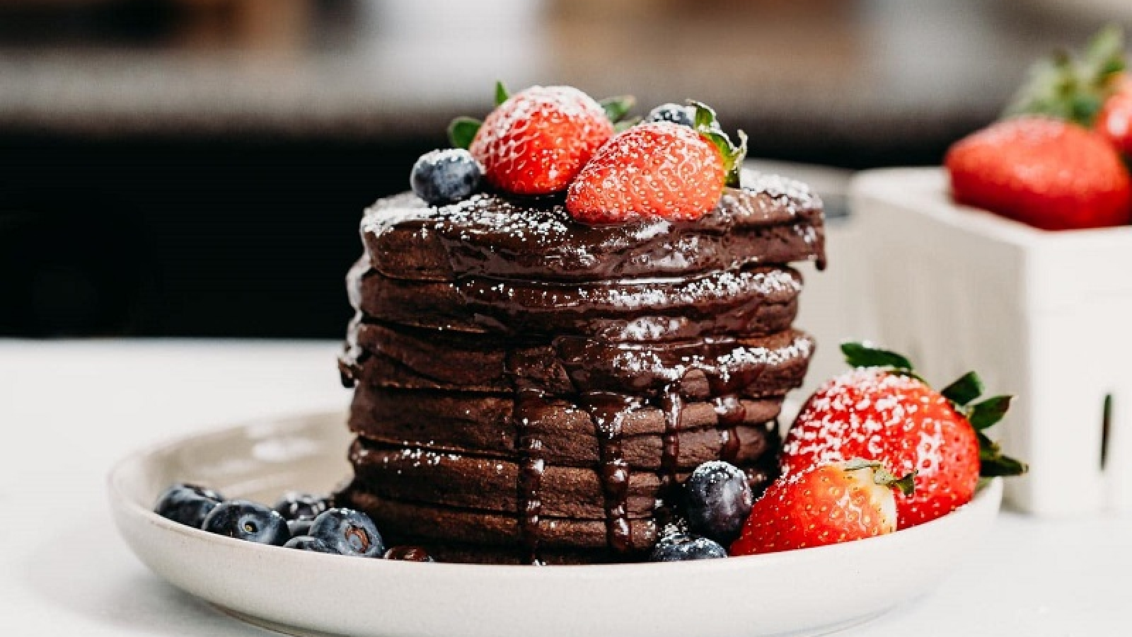 Chocolate pancakes: an alternative version with a creamy heart!